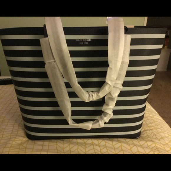 kate spade Handbags - Kate Spade tote